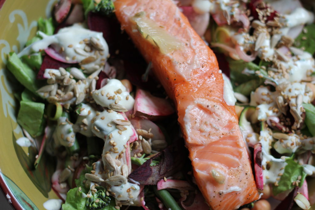 Salmon and Salad – quick and healthy raw food lunch